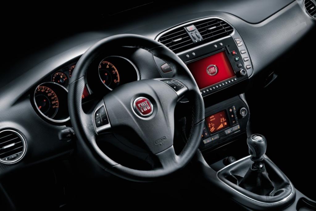 Das Cockpit ist ordentlich verarbeitet, die Bedienung von Navi und Infotainment-System gilt als gewöhnungsbedürftig