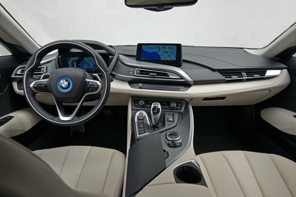 Das Cockpit ist stilvoll-futuristisch