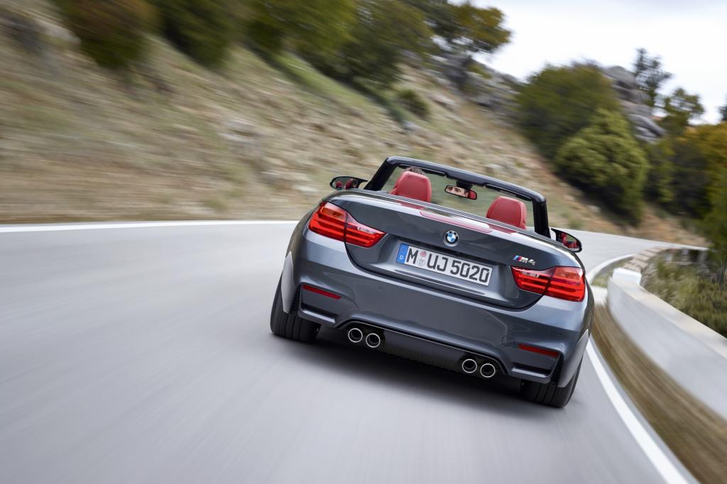 Das Design mit den ausgestellten Radhäusern, dem Powerdome auf der Motorhaube und den Außenspiegeln im Doppelfußdesign übernimmt das Cabrio von M3 Limousine und M4 Coupé
