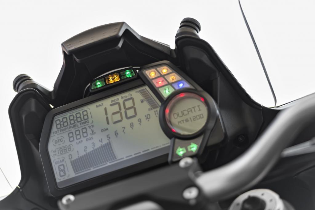 Der in die hochwertige Goretex-Jacke integrierte Airbag ist bei einem Aufprall nach nur 45 Millisekunden (ms) komplett gefüllt.