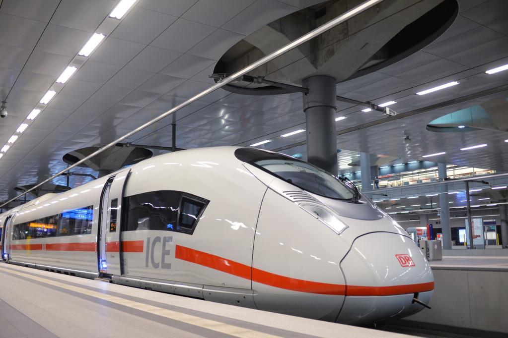 Die Bahn kommt: Neuer ICE 3 rollt vom Gleis