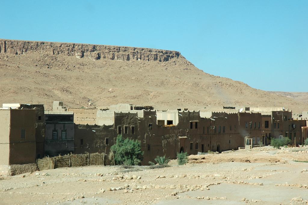 Die Dörfer aus Stampflehm sind wehrhaft-trutzig aufgebaut.