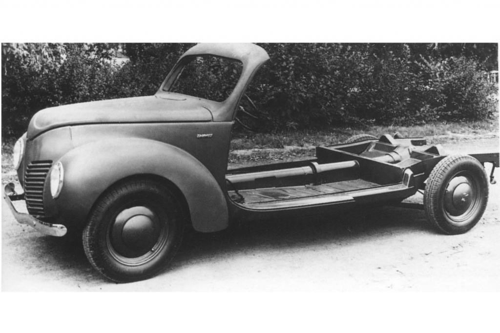 Die Ende der 1940er Jahre aussterbende Rahmenbauweise ermöglichte es, den Ford Taunus mit einer damals konkurrenzlosen Zahl an Sonderaufbauten anzubieten
