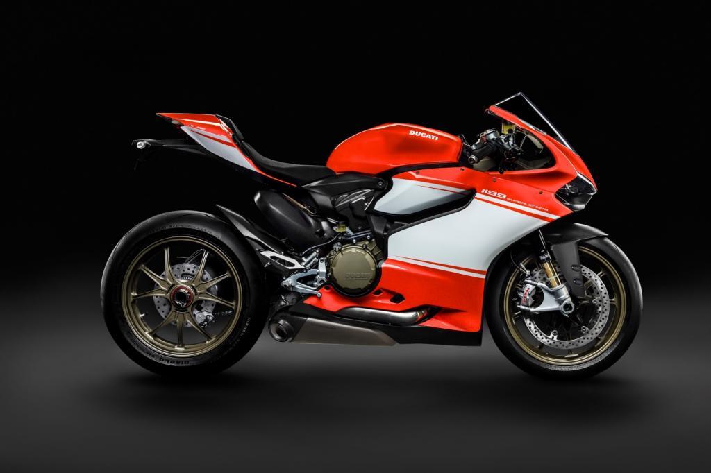 Die Fertigung einer Legende von heute kann man im Werk beobachten, Ducati 1199 Panigale Superleggera mit 205 PS für 64.500 Euro.