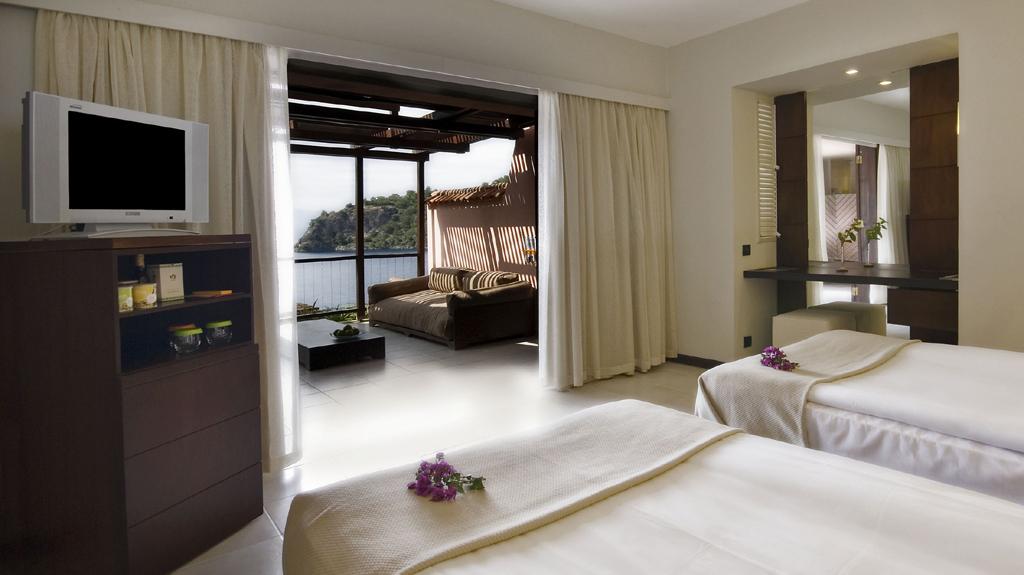 Die Zimmer sind modern ausgestattet und großzügig ausgelegt.