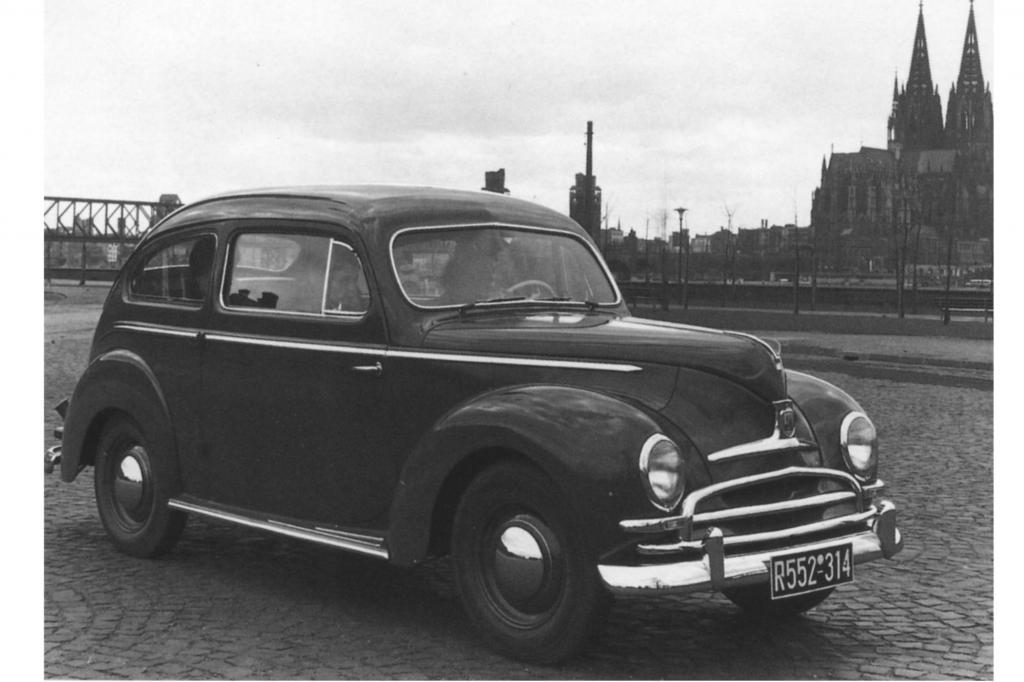 Ein Ford Taunus De Luxe aus dem Jahr 1951