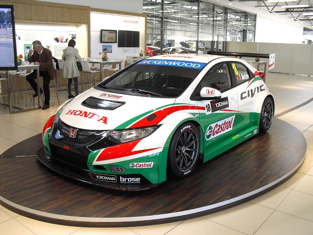 Für die Tourenwagen-Weltmeisterschaft ist Honda mit dem Civic WTCC gerüstet.