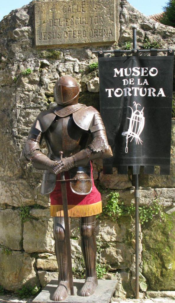 Folter der Inquisition: Stummer Wächter vor dem Museo de la Tortura.