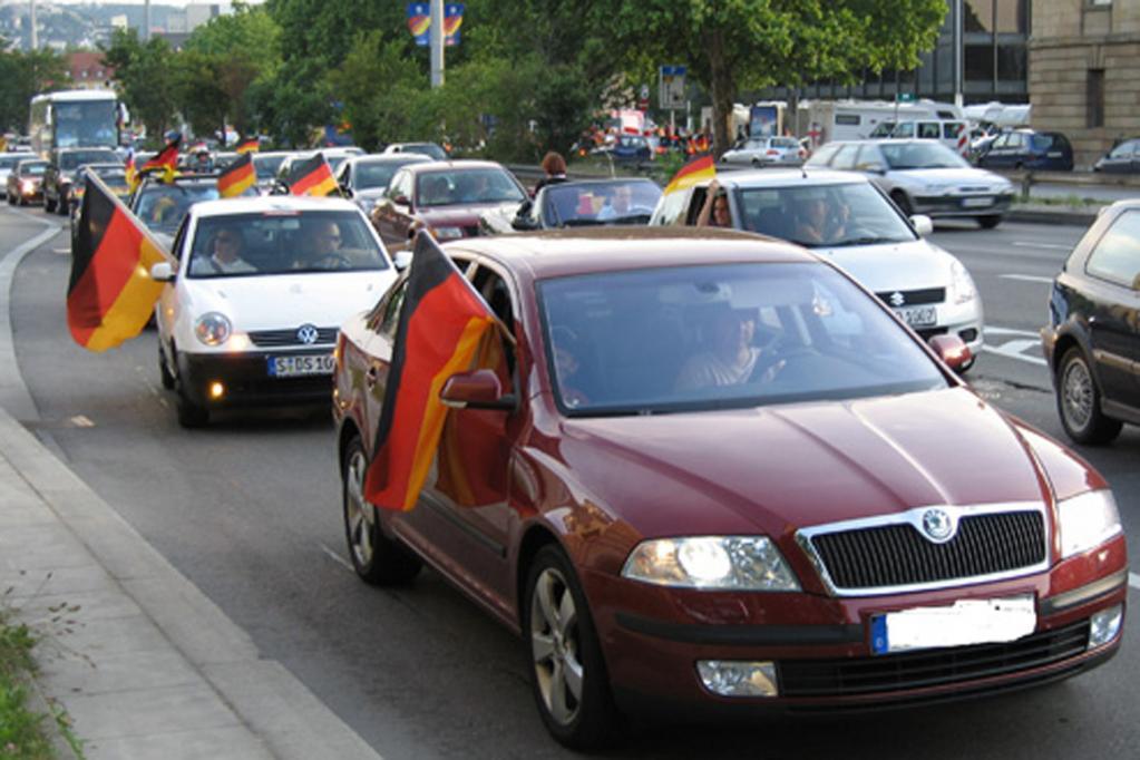 Fußball-Fieber: Deutsche Autofahrer vorn