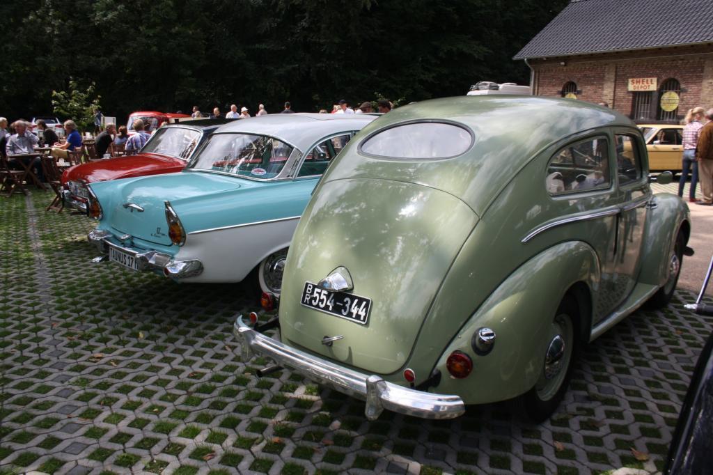 Generationentreffen: vorn Taunus ab 1939, MitteTaunus ab1957, hintenTaunus ab1960