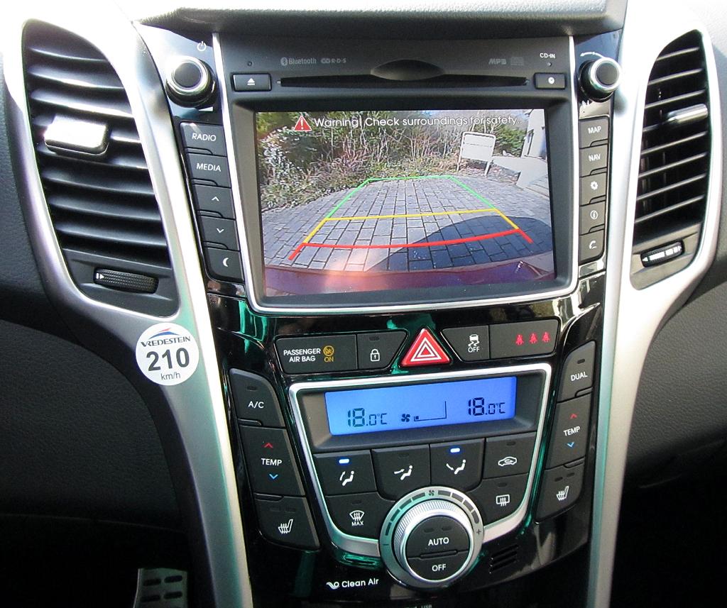Hyundai i30 Coupé: Blick auf den mittleren Armaturenträger.