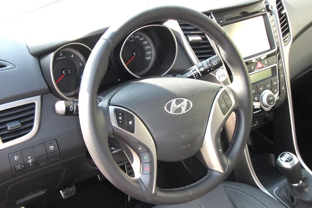 Hyundai i30 Coupé: Blick ins Cockpit.