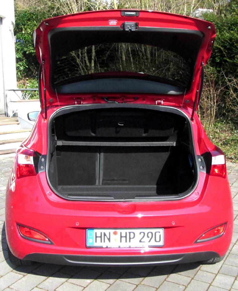 Hyundai i30 Coupé: Das Gepäckabteil fasst 378 bis 1316 Liter.