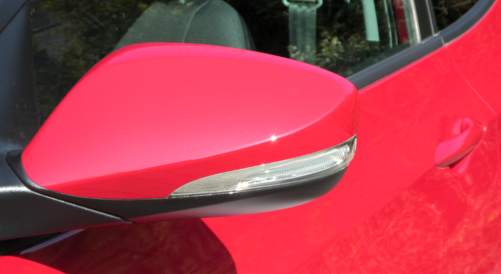 Hyundai i30 Coupé: In die Außenspiegel sind schmale Blinkblöcke integriert.