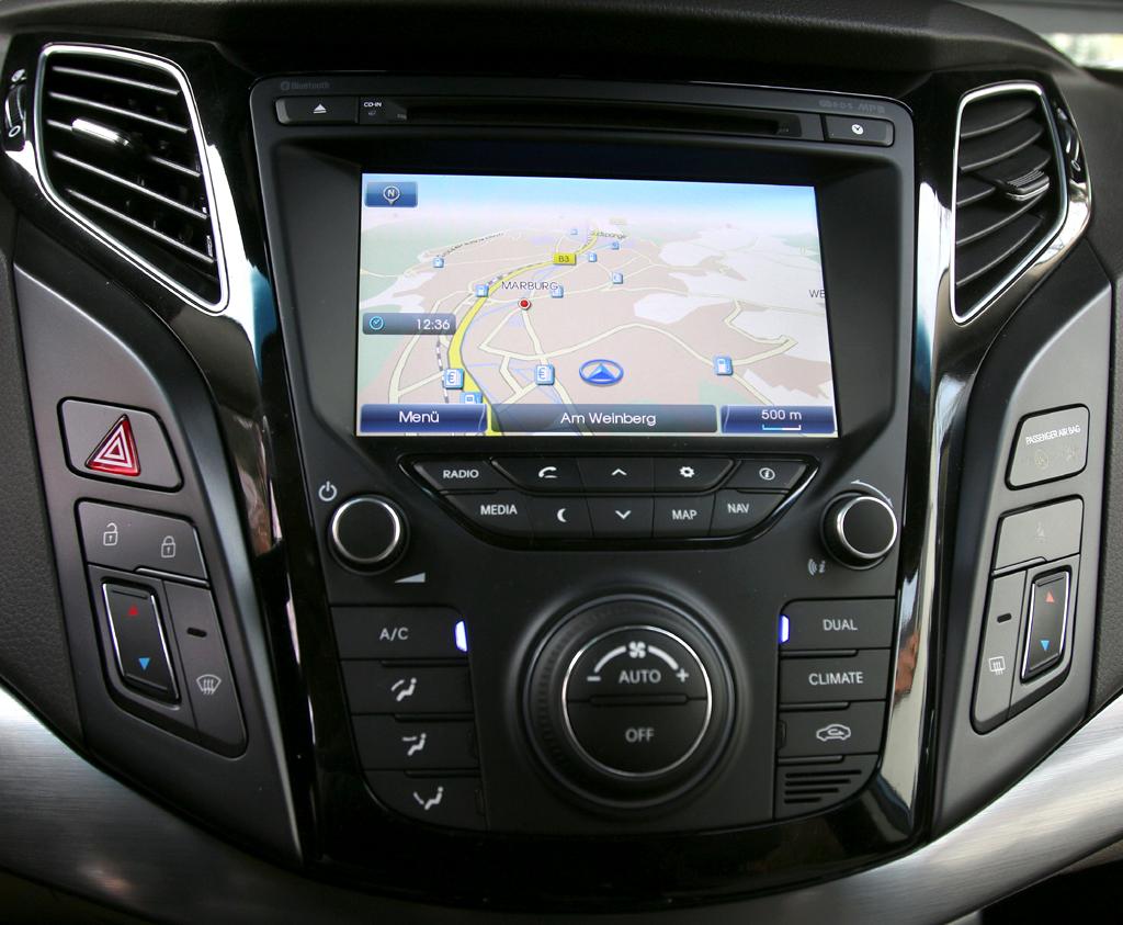 Hyundai i40: Blick auf den mittleren Armaturenträger.