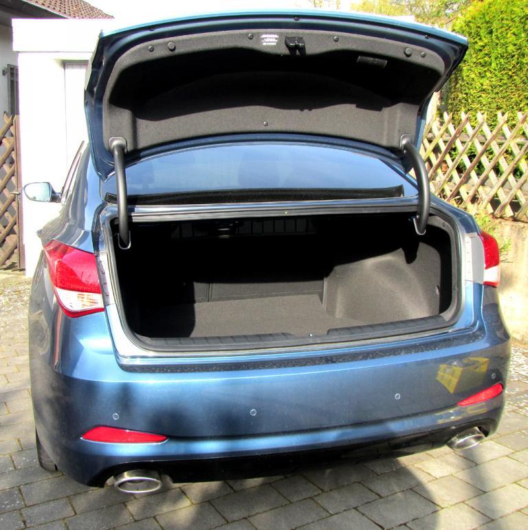 Hyundai i40: Das Gepäckabteil fasst durch Umklappen der Rücksitzlehne erweiterbare 503 Liter.