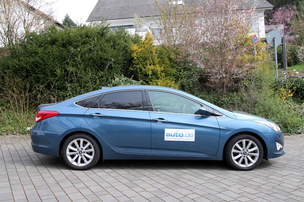 Hyundai i40: So sieht die formschöne Mittelklasse-Limousine von der Seite aus.