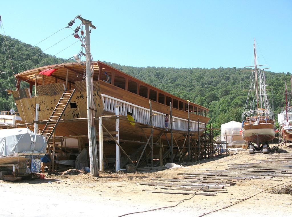 In der kleinen Werft werden Holzsegler gebaut