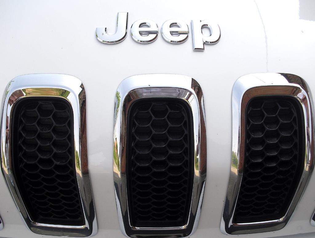 Jeep Cherokee: Das Frontprofil ist typisch für die Marke.