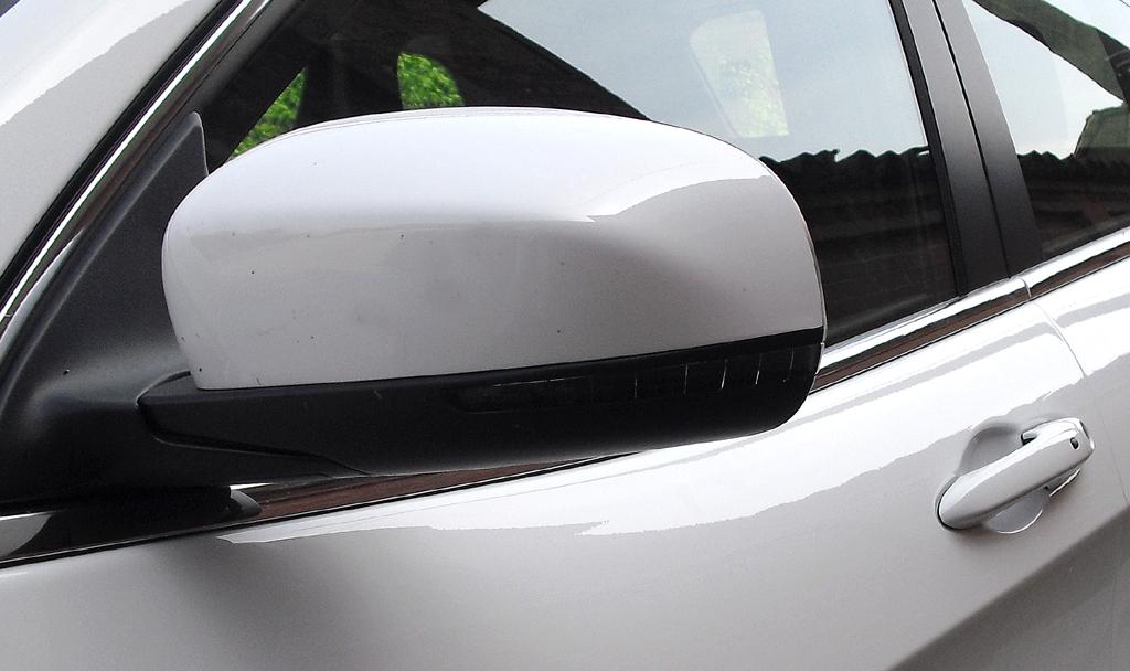 Jeep Cherokee: In die Außenspiegel sind schmale Blinkstreifen integriert.