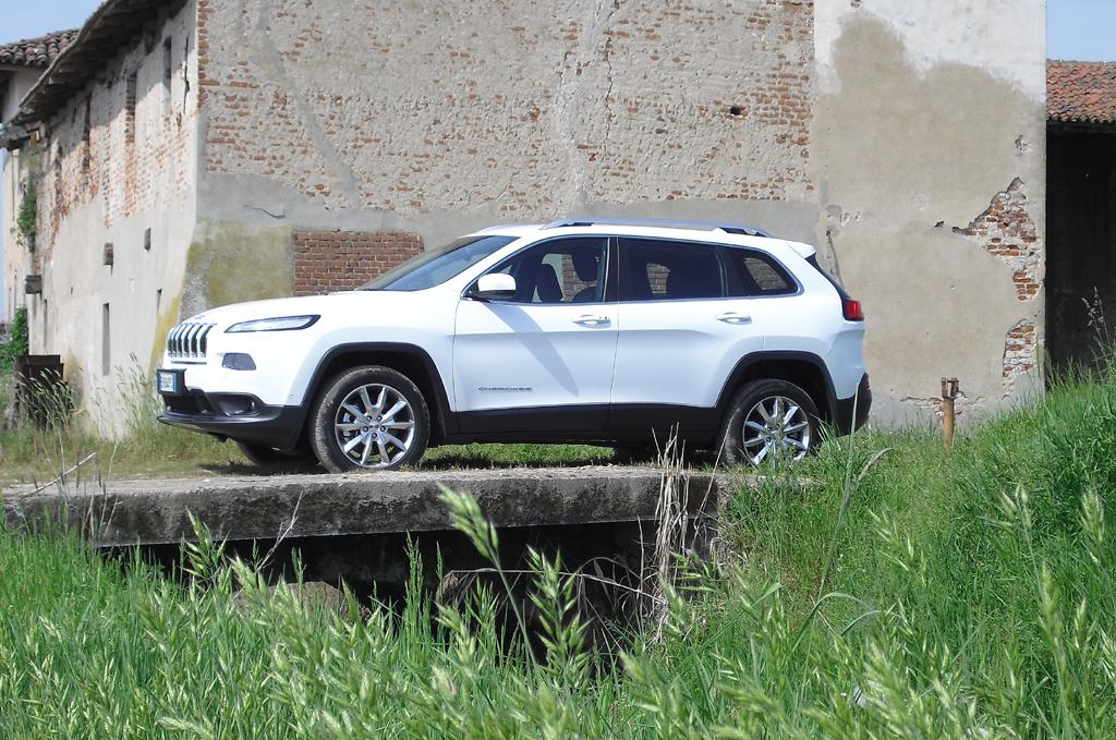Jeep Cherokee: So sieht das kompakte SUV-Modell von der Seite aus.