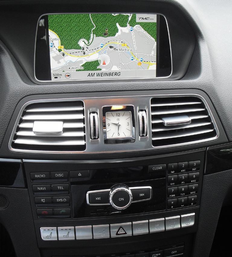 Mercedes E-Coupé: Blick auf den mittleren Armaturenträger.