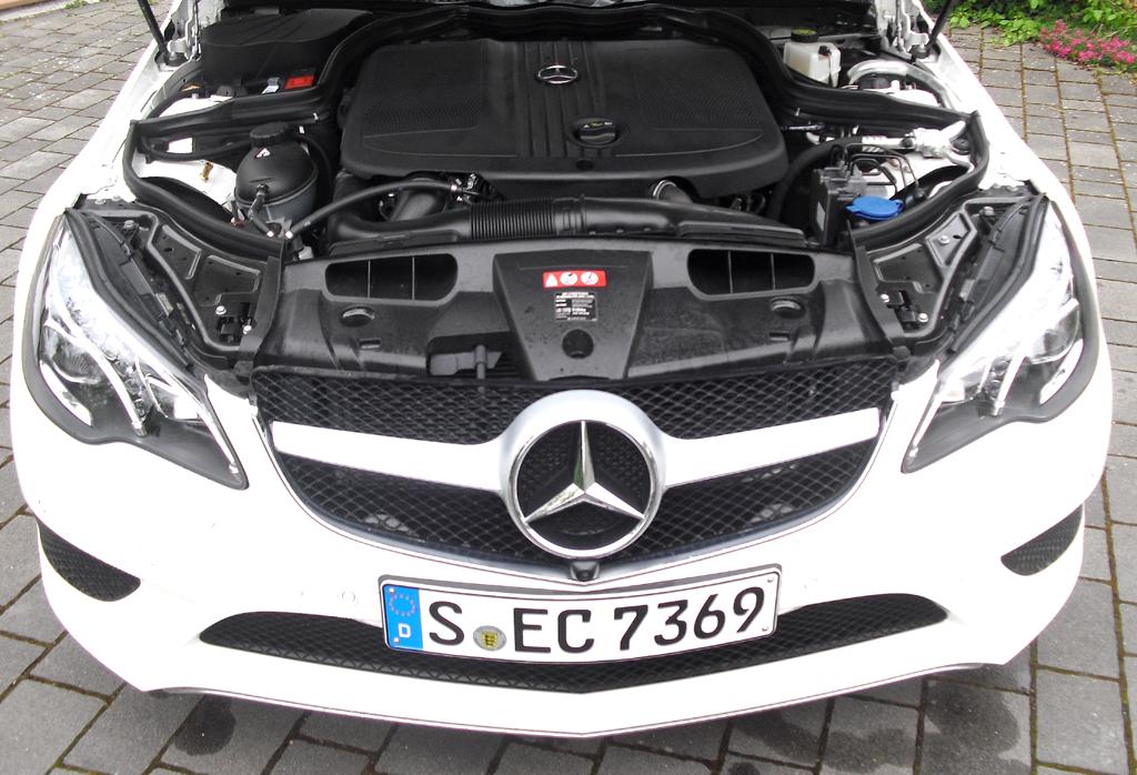 Mercedes E-Coupé: Blick unter die Haube auf den 2,2-Liter-Selbstzünder.