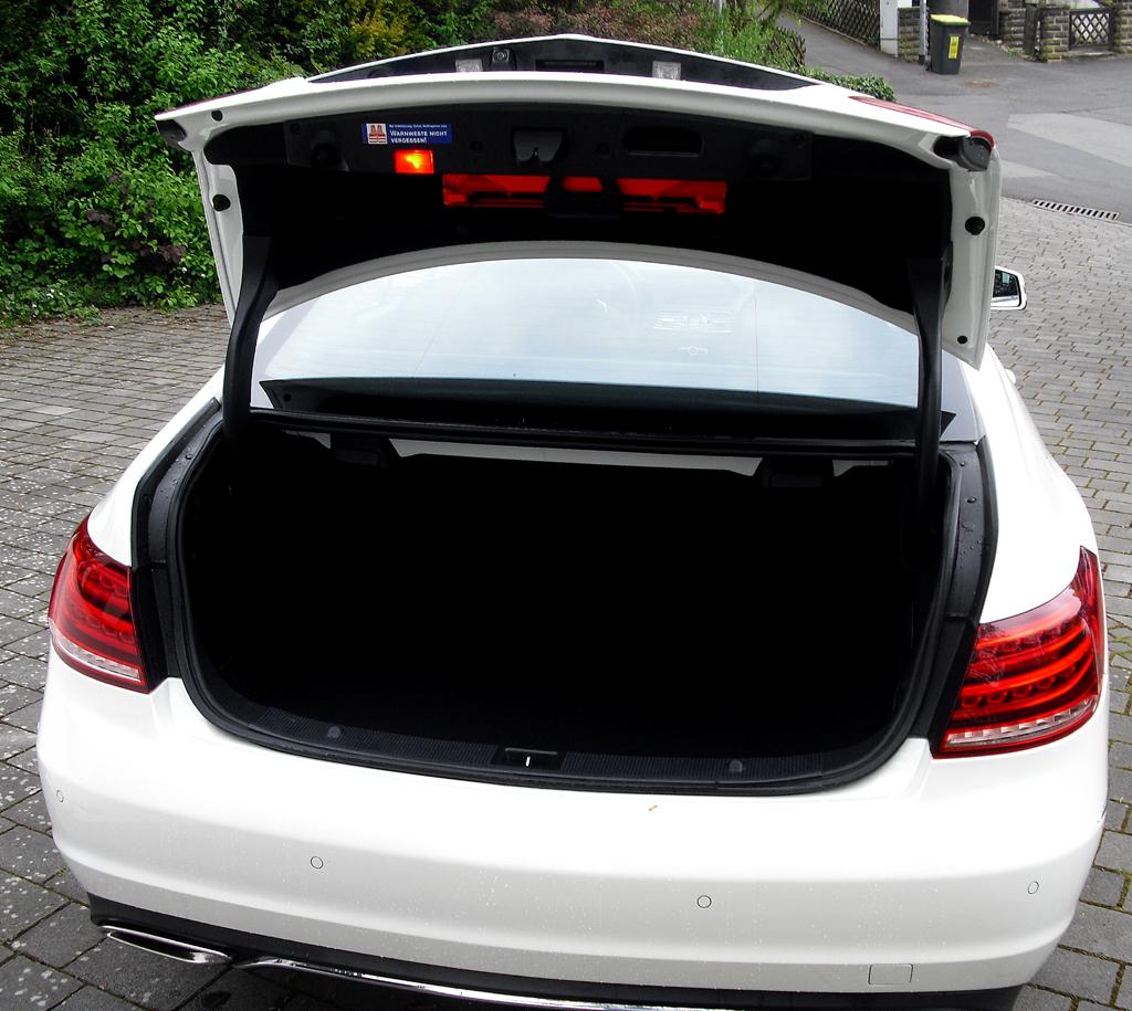 Mercedes E-Coupé: Das Gepäckabteil fasst erweiterbare 450 Liter.