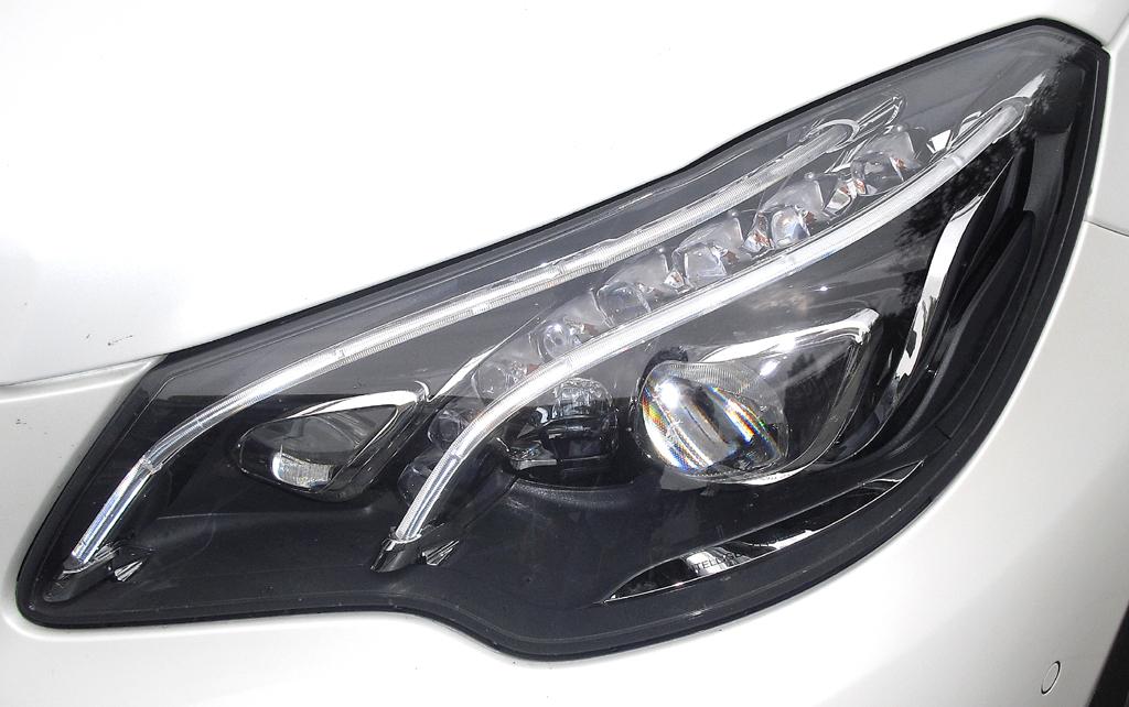 Mercedes E-Coupé: Moderne LED-Leuchteinheit vorn.