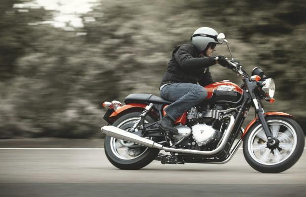 Motorräder fahren im Hoch