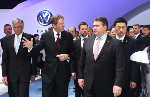 Peking 2014: Gabriel schaut bei VW vorbei