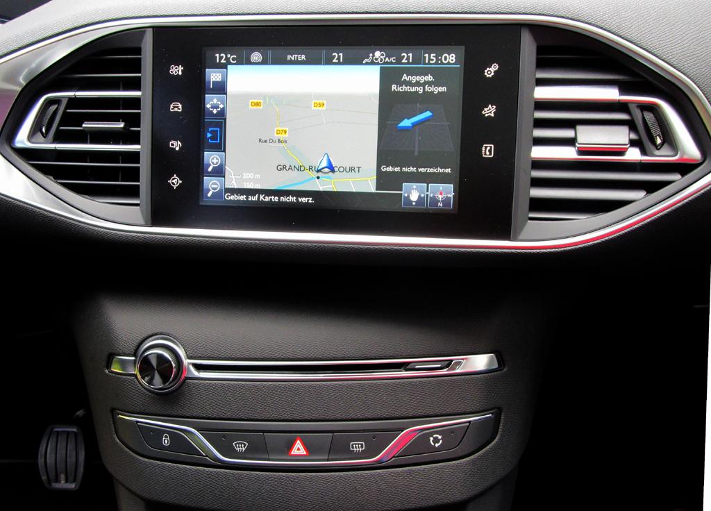 Peugeot 308 SW: Blick auf den mittleren Armaturenträger mit dem Touchscreen-Monitor.