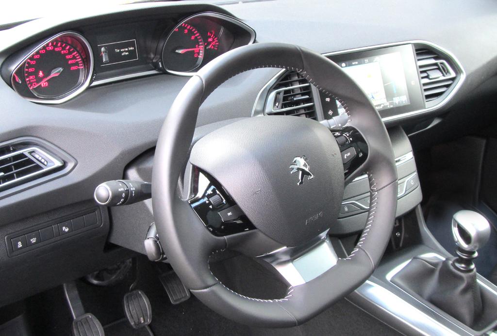 Peugeot 308 SW: Blick ins übersichtlicher wirkende Cockpit.