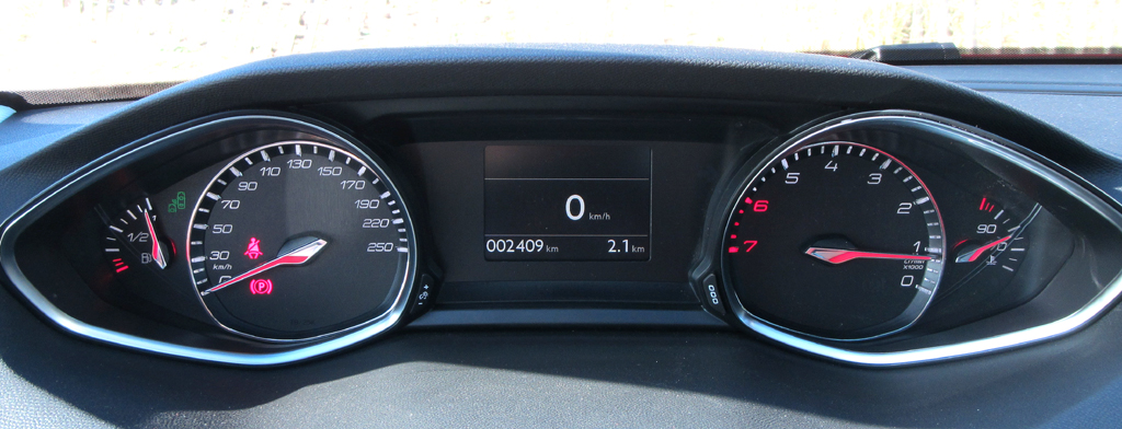 Peugeot 308 SW: Das Kombi-Instrument liegt noch besser im Blickfeld des Fahrers.
