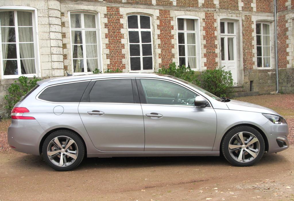 Peugeot 308 SW: So sieht der Kompaktkombi von der Seite aus.