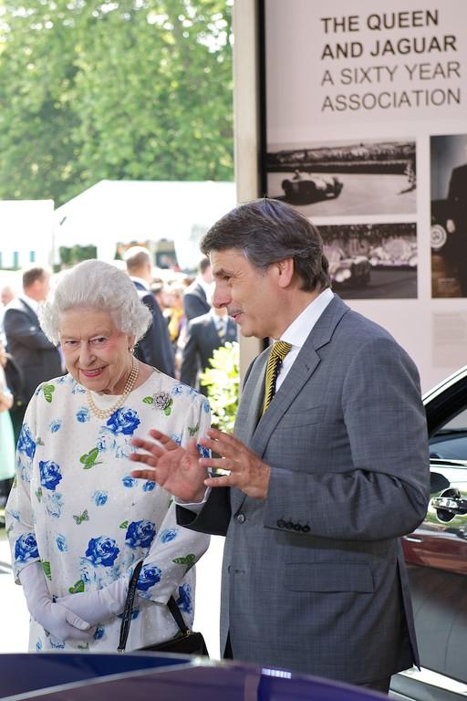 Queen ehrt Jaguar Land Rover für Export-Erfolg