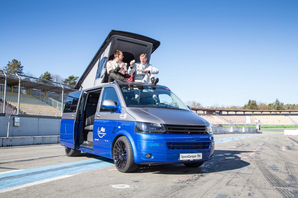Rallye-Legende Röhrl mit 270 km/h im Campingbus