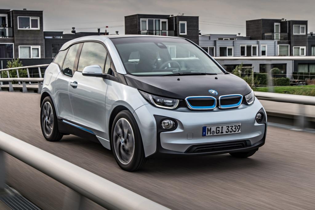 Selten erregte ein Testwagen diesseits der Supersportwagenliga soviel Aufmerksamkeit bei Nachbarn und Passanten wie der BMW i3.