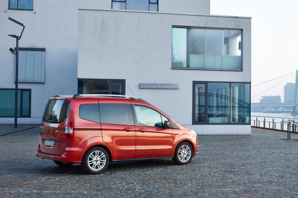 So kostet er als Benziner ab 15.150 Euro und damit weniger als seine vergleichbar großen Rivalen.