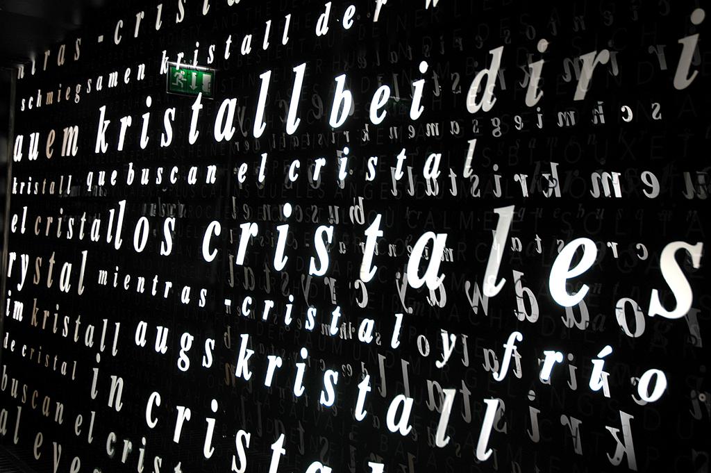 Spätestens an dieser Wand weiß jeder, um was es geht: Kristall.