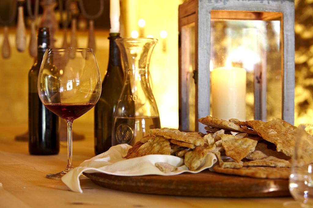 Stillleben bei einer Weinverkostung im Engel Spa & Resort.