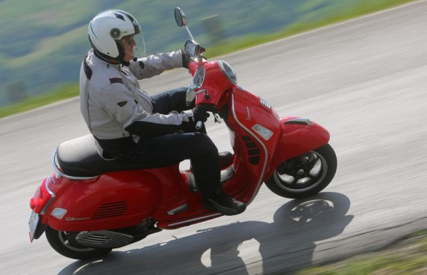 Test Vespa GTS 300 Super - Everybodys Darling