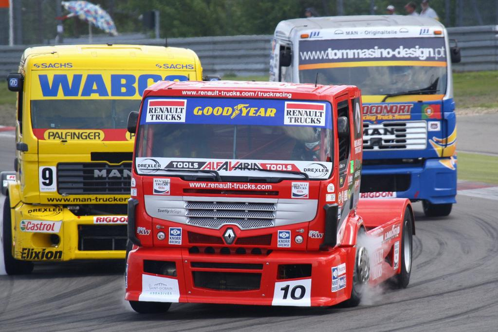 Truck-EM: Renn-Lady Ellen Lohr bändigt 1 200 PS - Foto: Renault