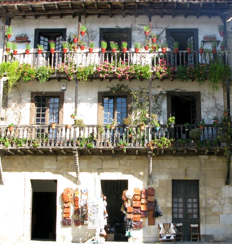Typisch Kantabrieren: Hausfassade in Santillana del Mar.