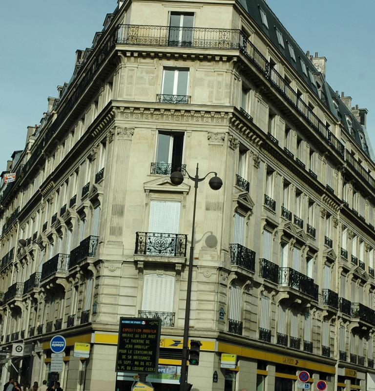 Typischer Pariser Häuserblock in der Innenstadt.