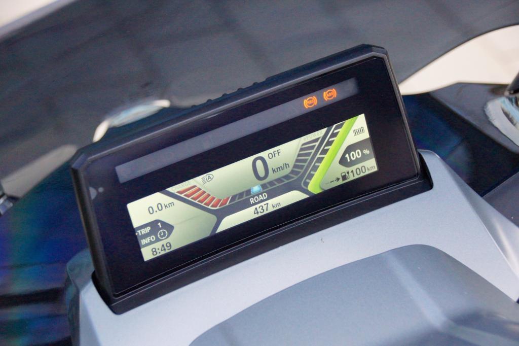 Unten rechts zeigt das Display die Restreichweite beim BMW C Evolution an: © Jörg Künstle