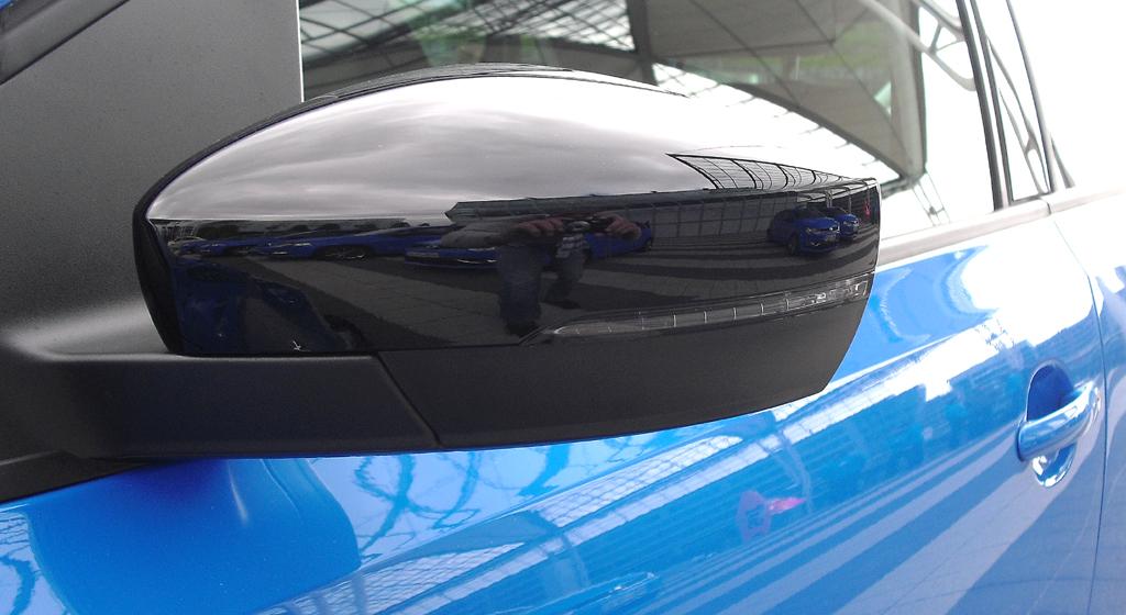 VW Polo: In die Außenspiegel sind schmale Blinkleisten integriert.