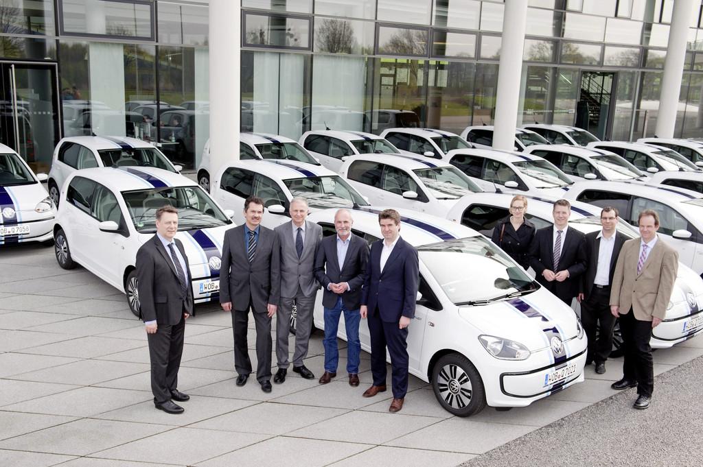 Volkswagen übergibt 20 E-Up an Partnerhochschulen