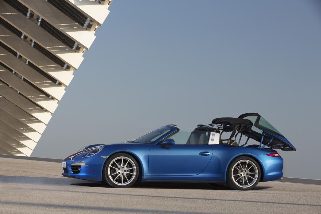 Was 1965 als Notlösung startete, weil in Amerika offene Autos aus Sicherheitsgründen nur mit Überrollbügel zugelassen waren, gilt den Schwaben heute als Kult - der 911 Targa - Foto: Porsche
