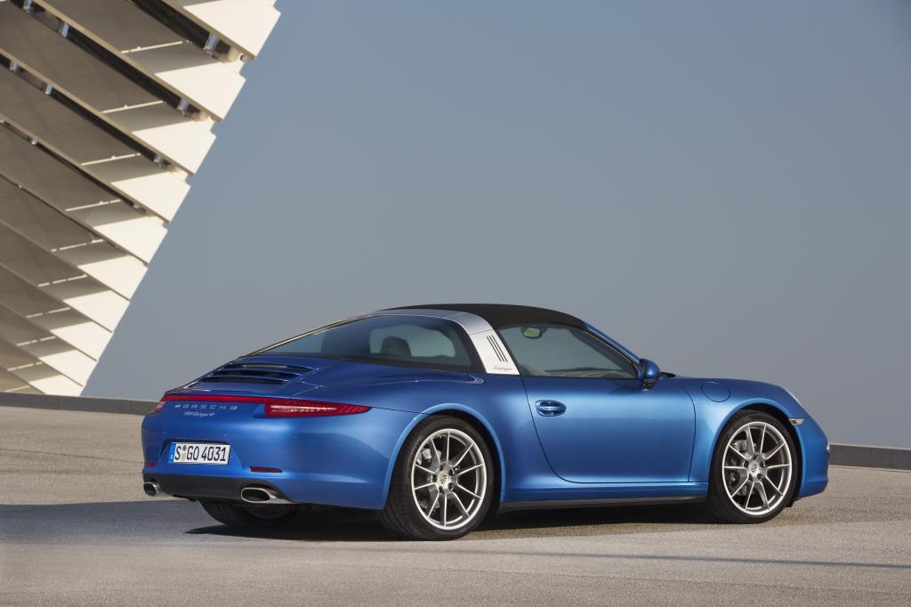 Wenn der neue Porsche 911 Targa die Sonne herein lässt, stockt den Passanten der Atem.
